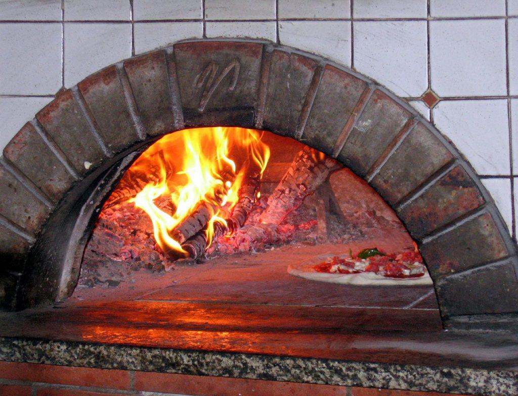 cuocere pizza